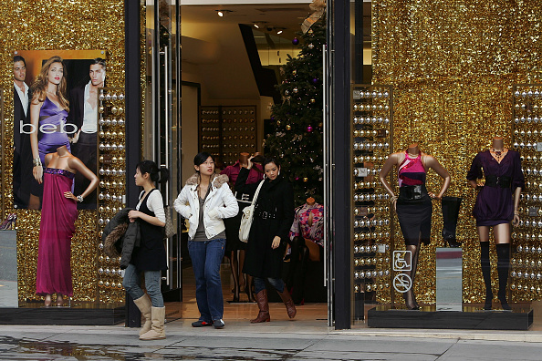 Chain - Object「Luxury Chain Stores Feel Effects Of Poor Holiday Shopping Season」:写真・画像(12)[壁紙.com]