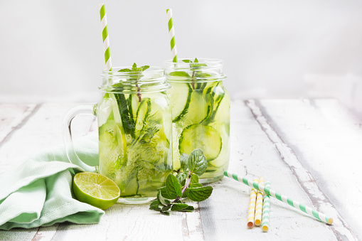 Mint Leaf - Culinary「Organic cucumber water with mint and lime」:スマホ壁紙(2)