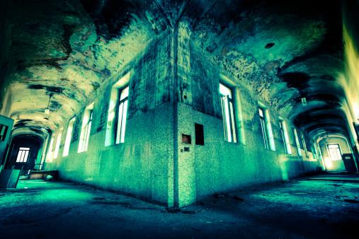 Broken「Double spooky corridor」:スマホ壁紙(3)