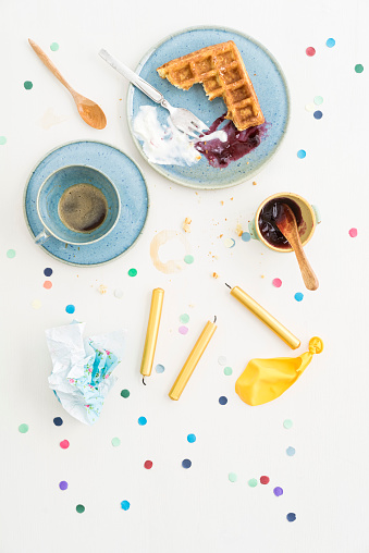 フォーク「Leftovers after celebration with Belgian waffles and coffee」:スマホ壁紙(13)
