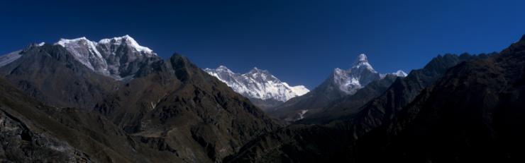 Ama Dablam「Ama Dablam, Everest and Lhotse surround the Village of Phortse and Thyangboche monastery. Ama Dablam, Everest and Lhotse, Village of Phortse, Thyangboche Monastery, Everest National Park, Nepal.」:スマホ壁紙(2)