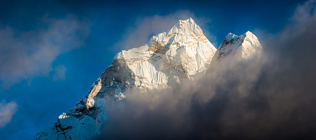 Khumbu「Ama Dablam 6812m snow mountain summit swirling clouds Himalayas panorama Nepal」:スマホ壁紙(4)