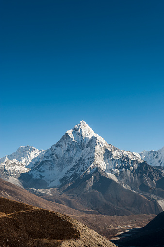 Ama Dablam「Ama Dablam seen from the Cho La pass in the Khumbu region of Nepal」:スマホ壁紙(1)
