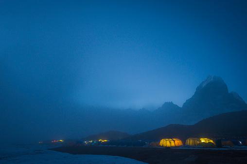 Khumbu「Ama Dablam base camp in the Everest region of Nepal glows at twilight」:スマホ壁紙(9)