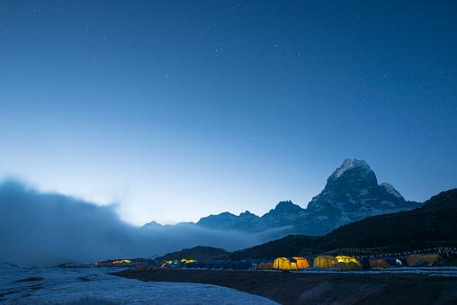 Khumbu「Ama Dablam base camp in the Everest region of Nepal glows at twilight」:スマホ壁紙(15)