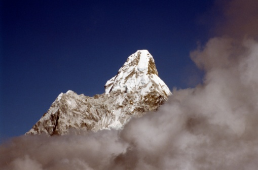 Ama Dablam「Ama Dablam mountain in clouds, Himalayas, Nepal taken from Syangboche」:スマホ壁紙(5)