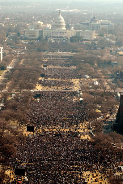 Crowd「Barack Obama Is Sworn In As 44th President Of The United States」:写真・画像(15)[壁紙.com]