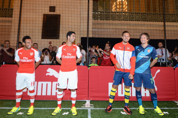 Aaron Ramsey「PUMA Partners With Arsenal Football Club To Debut Monumental Cannon In Grand Central Station」:写真・画像(7)[壁紙.com]
