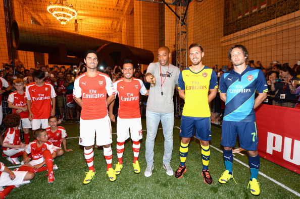 Aaron Ramsey「PUMA Partners With Arsenal Football Club To Debut Monumental Cannon In Grand Central Station」:写真・画像(6)[壁紙.com]