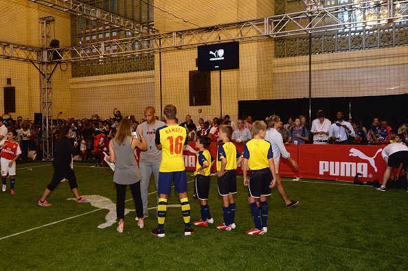 Aaron Ramsey「PUMA Partners With Arsenal Football Club To Debut Monumental Cannon In Grand Central Station」:写真・画像(2)[壁紙.com]