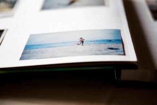 Photography Themes「a photo of a boy in a photo album」:スマホ壁紙(16)