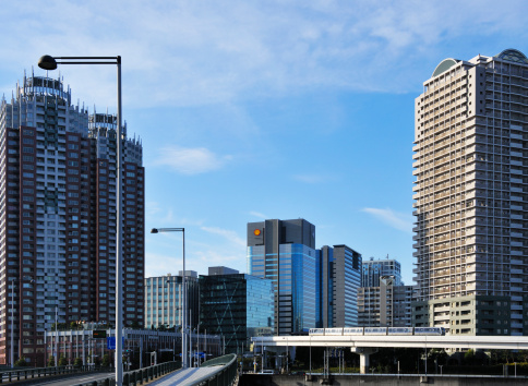 鉄道・列車「Yurikamome line and cityscape Minato ward, Tokyo Prefecture, Honshu, Japan」:スマホ壁紙(0)