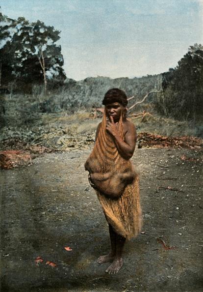Two People「Femme Australienne Portant Son Enfant」:写真・画像(7)[壁紙.com]