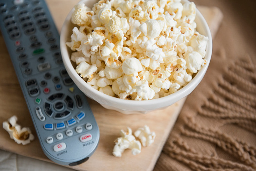 Snack「Bowl of popcorn and remote control」:スマホ壁紙(2)
