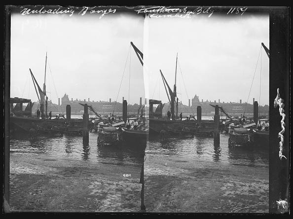 テムズ川「Unloading Thames Barges」:写真・画像(6)[壁紙.com]