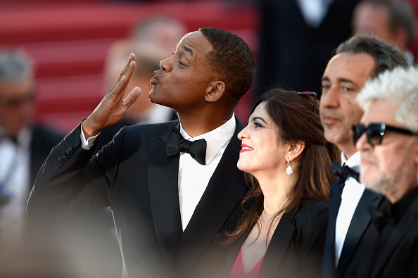 """Blowing a Kiss「""""Ismael's Ghosts (Les Fantomes d'Ismael)"""" & Opening Gala Red Carpet Arrivals - The 70th Annual Cannes Film Festival」:写真・画像(15)[壁紙.com]"""