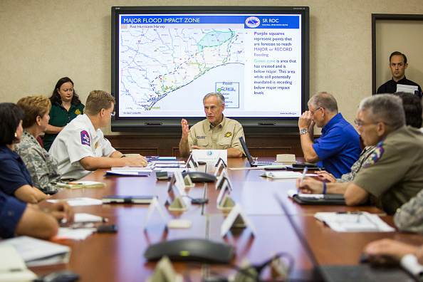 Anthony Harvey「Texas Governor Abbott Holds News Conference To Update On Hurricane Harvey」:写真・画像(7)[壁紙.com]