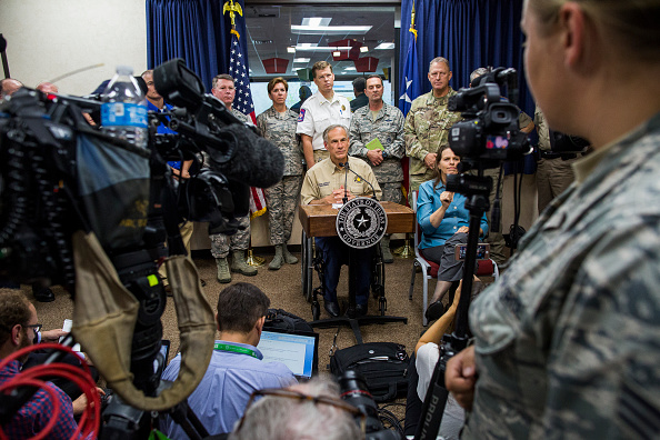 Anthony Harvey「Texas Governor Abbott Holds News Conference To Update On Hurricane Harvey」:写真・画像(8)[壁紙.com]