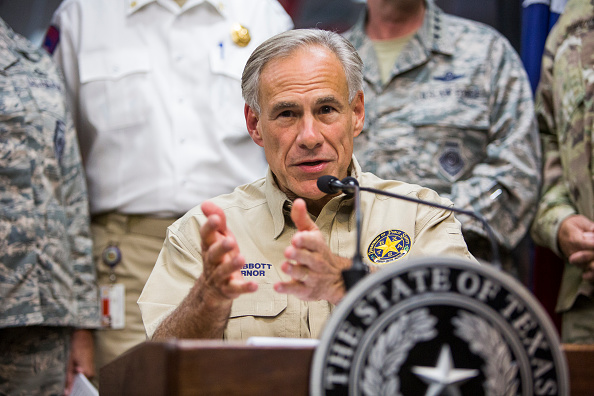 Anthony Harvey「Texas Governor Abbott Holds News Conference To Update On Hurricane Harvey」:写真・画像(2)[壁紙.com]