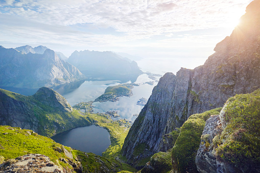 Coastline「Lofoten village Riene viewed from surrounding mountain, Lofoten, Norway」:スマホ壁紙(3)