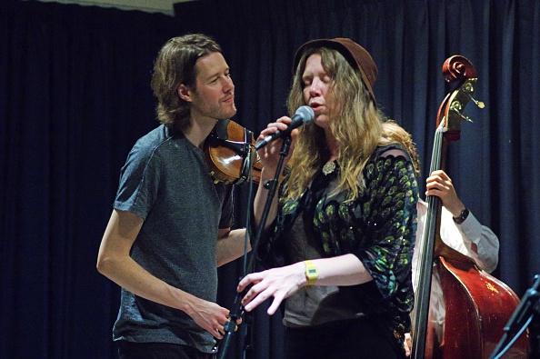 Violin「Thomas Gould and Louisa Jones, Watermill Jazz Club, Dorking, Surrey, August 2015」:写真・画像(19)[壁紙.com]