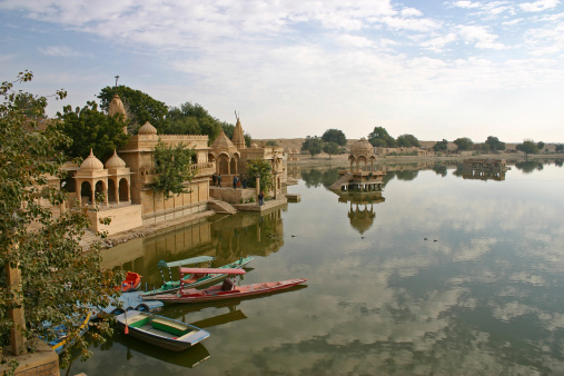 Rajasthan「A landscape view of Gadsisar lake」:スマホ壁紙(2)