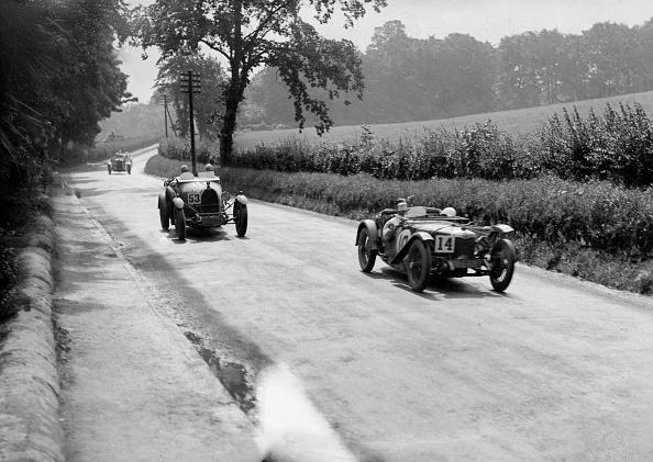 自動車レース「Riley 9 Brooklands of E Maclure and Bugatti Type 43 of JF Field, RAC TT, Ards Circuit, Belfast, 1929」:写真・画像(2)[壁紙.com]