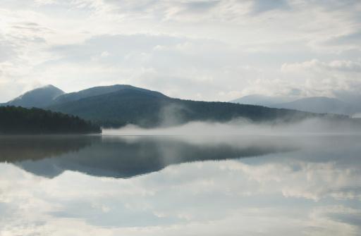 アディロンダック森林保護区「Mist on Lake Placid」:スマホ壁紙(1)