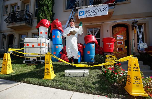 Decoration「Dallas Man Displays Ebola-Themed Halloween Decorations」:写真・画像(8)[壁紙.com]