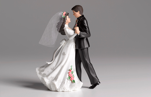 Gray Background「Dancing wedding cake figurines」:スマホ壁紙(16)