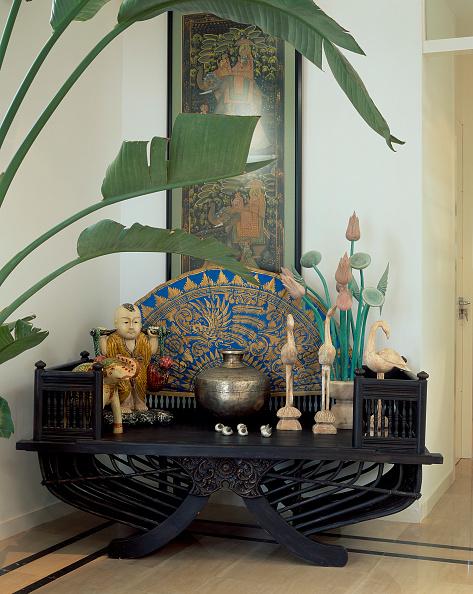 葉・植物「View of a wooden table with ornaments」:写真・画像(15)[壁紙.com]