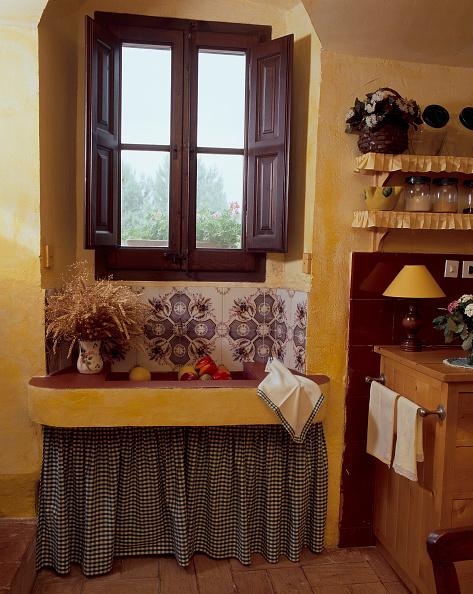 Napkin「View of a window above a sink」:写真・画像(4)[壁紙.com]