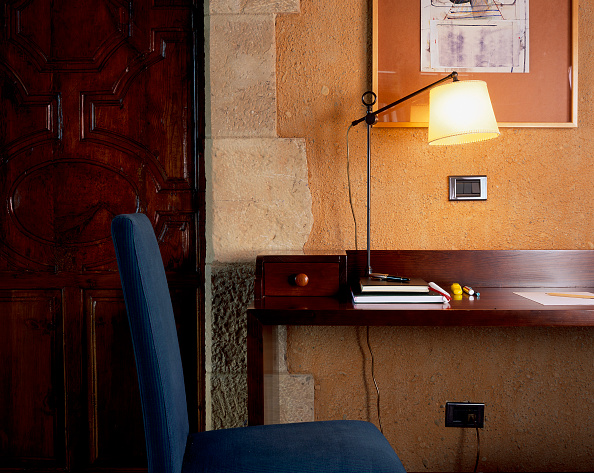 Upholstered Furniture「View of a writing table illuminated by a lamp」:写真・画像(18)[壁紙.com]