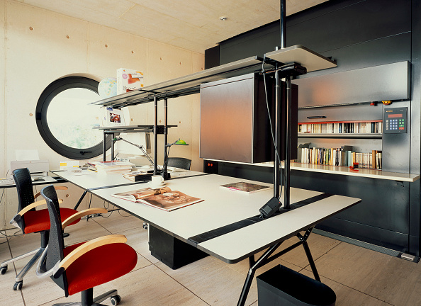 Ceiling「View of a well equipped study room」:写真・画像(10)[壁紙.com]