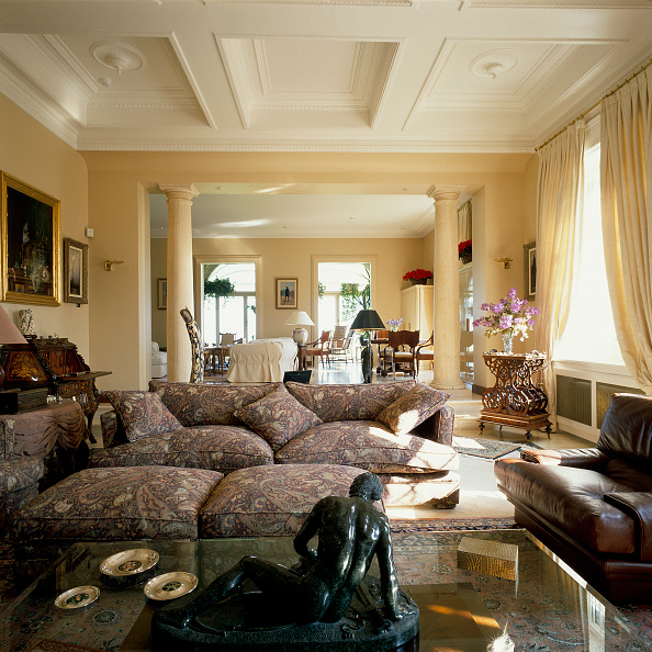 Coffee Table「View of a well arranged living room」:写真・画像(16)[壁紙.com]