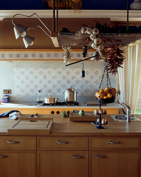 Basket「View of a well equipped kitchen」:写真・画像(11)[壁紙.com]