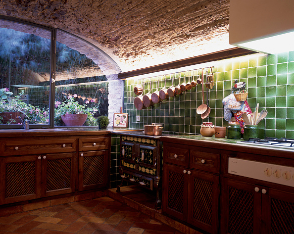 Ceiling「View of a well furnished kitchen」:写真・画像(3)[壁紙.com]
