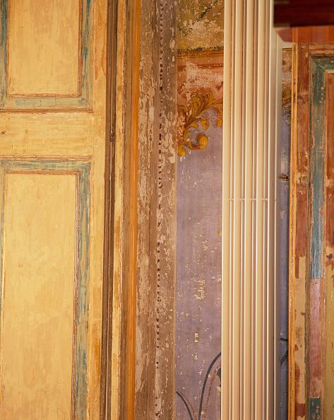 Upholstered Furniture「View of a wooden doorframe」:写真・画像(14)[壁紙.com]