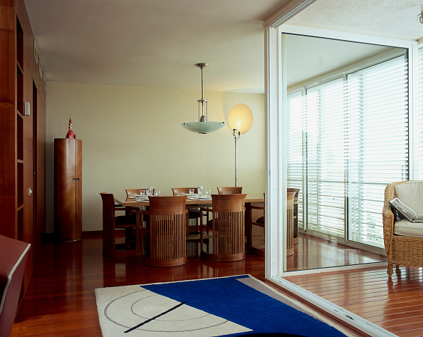 Dining Room「View of a well laid dining table」:写真・画像(16)[壁紙.com]