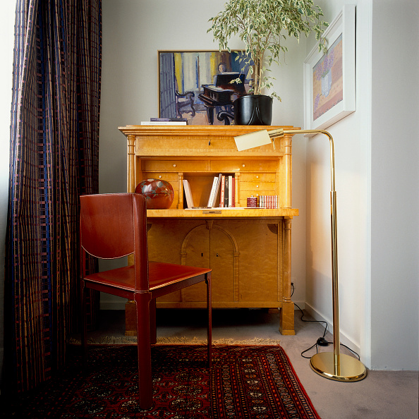 Rug「View of a wooden study table」:写真・画像(4)[壁紙.com]