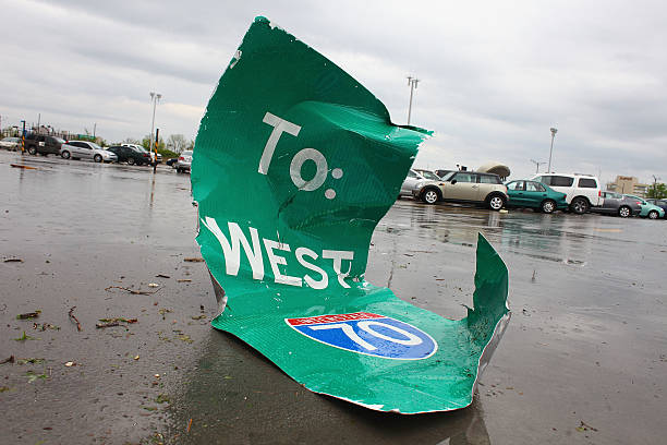 Tornado Rips Through St. Louis Airport:ニュース(壁紙.com)