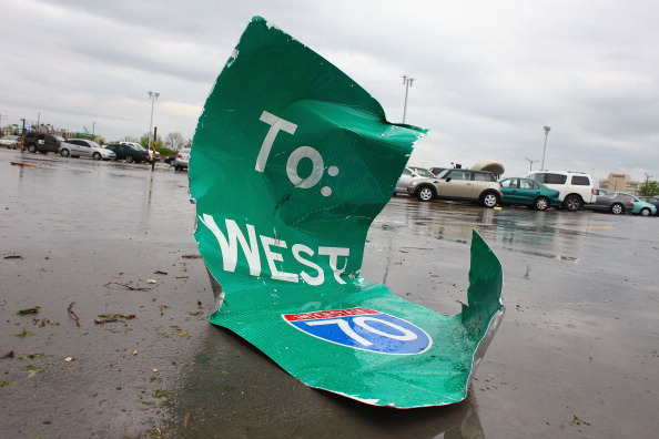 Missouri「Tornado Rips Through St. Louis Airport」:写真・画像(17)[壁紙.com]