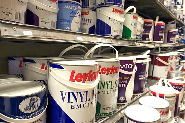 静物「Paint cans on a shelve in a DIY store」:写真・画像(9)[壁紙.com]