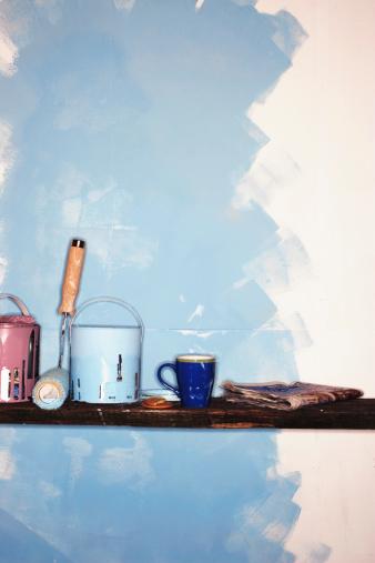 塗料「Paint cans, roller, mug and newspaper by partially painted wall」:スマホ壁紙(15)