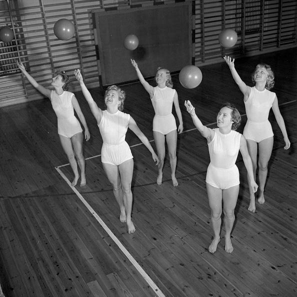 In A Row「Ball Ballet」:写真・画像(11)[壁紙.com]