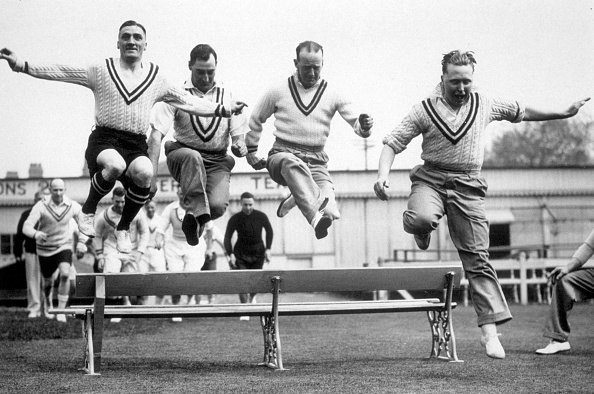 Bench「Leaping Cricketers」:写真・画像(15)[壁紙.com]