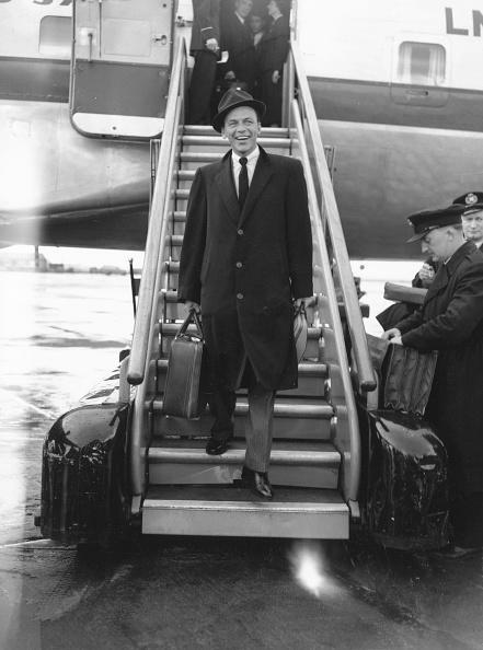 Disembarking「Sinatra At Airport」:写真・画像(4)[壁紙.com]