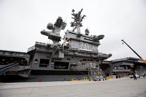 Sailor「USS Carl Vinson Aircraft Carrier docked」:スマホ壁紙(5)
