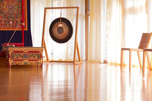 Meditating「Meditation room in a buddhist meditation center」:スマホ壁紙(17)