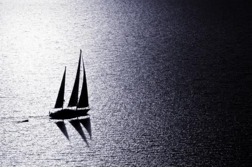 船・ヨット「夕暮れのセーリング」:スマホ壁紙(8)